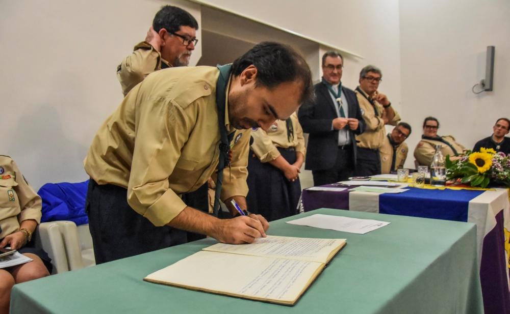 Bento de Sousa Lopes, novo Chefe Regional a assinar o auto de posse.