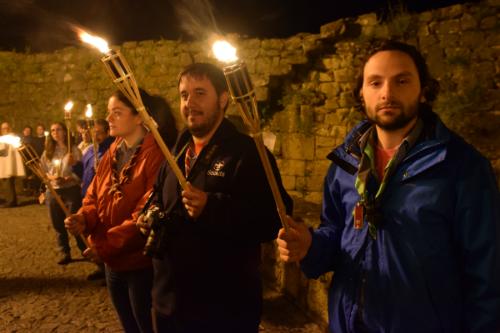 Escuteiros acompanham a imagem de Nossa Senhora pelas ruas de Miranda do Douro.